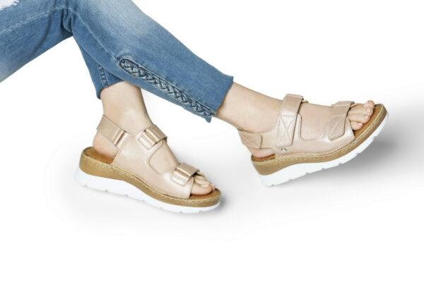 sandalias beige metalizado para senora verano 2022 Calzados Cavatini