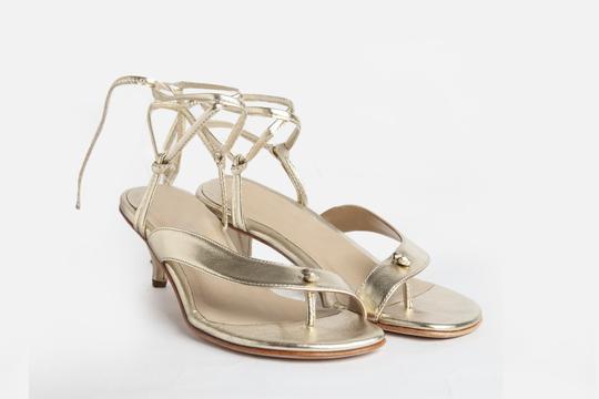 sandalias doradas verano 2022 Ferroni