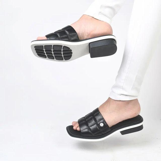 sandalias negras chatitas verano 2022 Ferraro