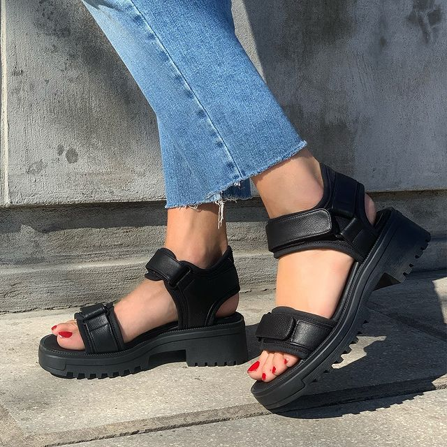 sandalias negras con base verano 2022 Sibyl Vane