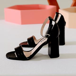 sandalias negras de charol verano 2022 Lucerna calzados