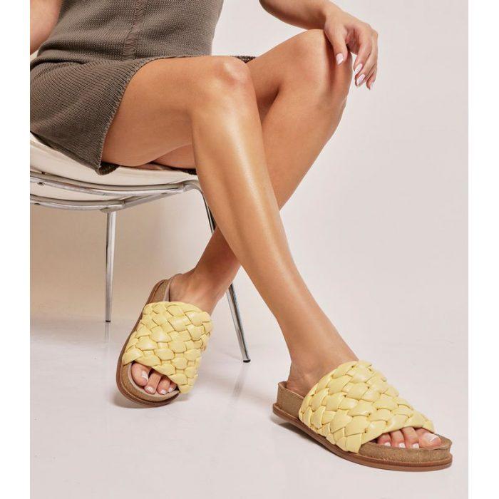sandalias planas amarillas verano 2022 Ricky Sarkany