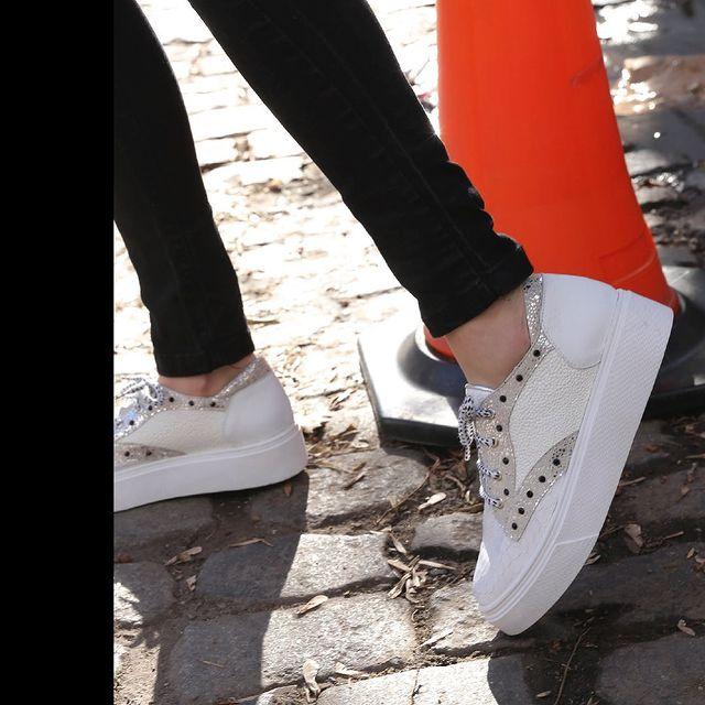 zapatillas blancas verano 2022 Luz principe