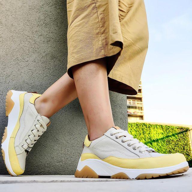 zapatillas gris y amarilla verano 2022 Pamuk