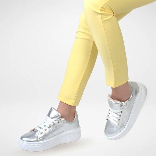 zapatillas plateadas verano 2022 Ferraro